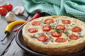 Quiche pie with chicken and cherry tomato — Stock Photo
