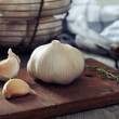 Fresh garlic on cutting board — Stock Photo