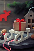 Gift box on sled — 图库照片