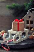Gift box on sled — Stockfoto