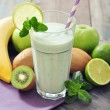 Banansmoothie with kiwi — Stock Photo #39285009