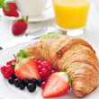 Fresh croissant with berries — Stock Photo #40032119