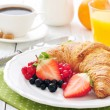 Fresh croissant with berries — Stock Photo #40032123