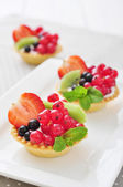 Tartlets with fresh berries — 图库照片
