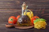 Olivový olej ve skleněné lahvi — Stock fotografie