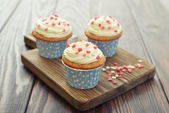 Cupcakes with icing — Stock Photo