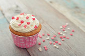 Cupcake with icing — Stock Photo