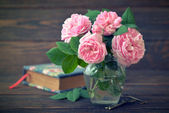 Bouquet of tea roses  — Stock Photo