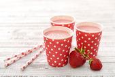 Milk shake with fresh berries — Stock Photo