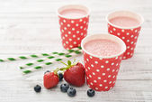 Milk shake with fresh berries — Stock Photo