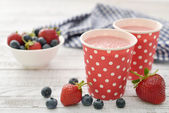 Milk shake with fresh berries — Stockfoto