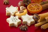 Ayrıntı kırmızı baharat ile lezzetli yılbaşı kurabiyeleri — Stok fotoğraf