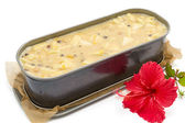 金属フォームのオーブンで行く準備ができてに新鮮なフルーツ ケーキのバター — ストック写真