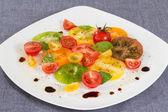カラフルなトマトのサラダ — ストック写真