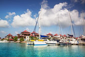 Boats and residential aria at Eden Island, Seychelles — Stock Photo