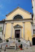 желтая церковь — Стоковое фото