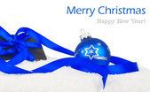 Presente de Natal na neve e texto — Fotografia Stock