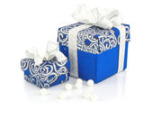 Gift blue boxes & pearls on white — Zdjęcie stockowe