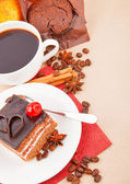 Coffee with spices and cake — Stock Photo