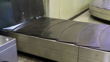 Baggage conveyor — Stock Video