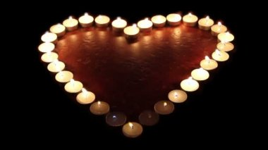 Candles arranged in a heart shape — Vídeo Stock