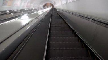 Descend on the escalator — Stock Video