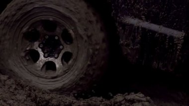 Wheel in the Mud. SUV wheel slips in the mud, but moves slowly — Stockvideo