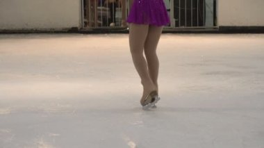 Performance on Ice. Young skater solo program — Stockvideo