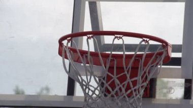 Ball enters the basketball basket — Vídeo de Stock