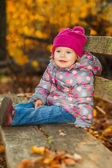 Little girl in the park — Stockfoto
