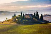 Toscana en temprano en la mañana — Foto de Stock
