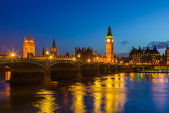 Houses of parliament at night, London — Stock Photo