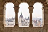 Parlamentet formulär fiskare bastion, budapest — Stockfoto