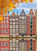 старые здания в амстердаме — Стоковое фото