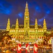 Foto de Stock  : Rathaus and Christmas market in Vienna