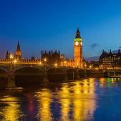 在晚上,伦敦大笨钟 — 图库照片