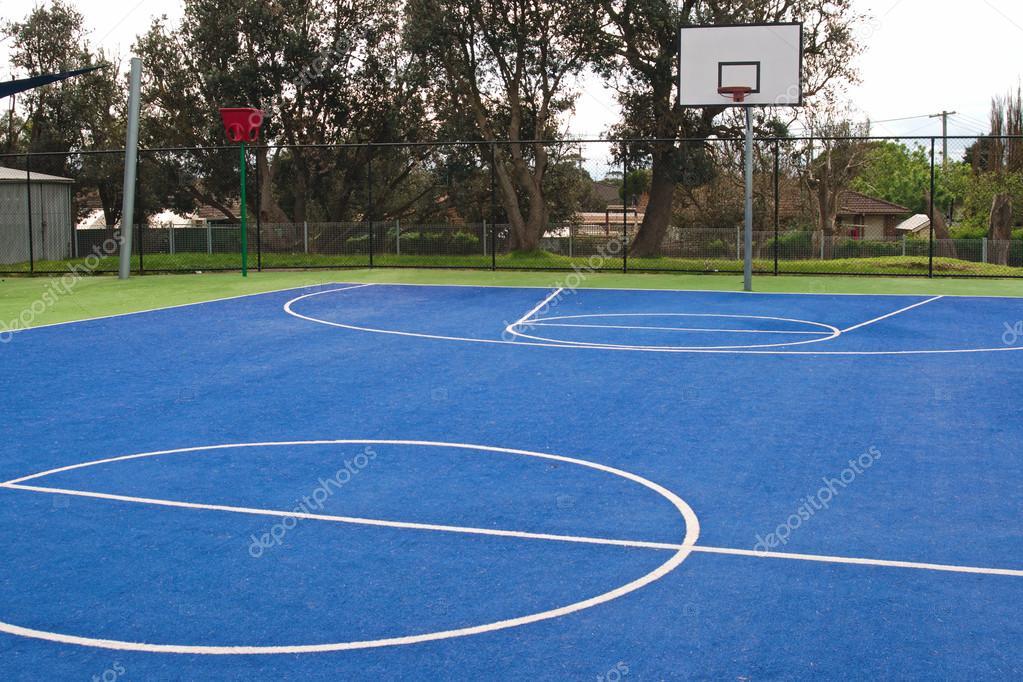 terrain de basket ball l cole photographie illarionovdv 13243525. Black Bedroom Furniture Sets. Home Design Ideas
