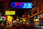 Signs, and taxis at night on Temple Street in Hong Kong — Stock Photo