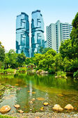 Quiet oasis of Hong Kong Park overlooked by the futuristic skyscrapers of financial district — Stock Photo