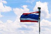 Bandera nacional de tailandia con el fondo del mar tropical — Foto de Stock