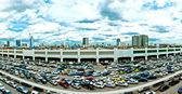 巨型停车场和曼谷天际线的全景视图 — 图库照片