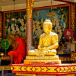 Buddhist monk prays in Big Buddha temple, Koh Samui — Foto Stock