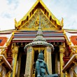 Statue and temple in Bangkok Grand Palace - Thailand — Zdjęcie stockowe #18793193