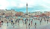 Tourists visit Trafalgar Square — Stock Photo