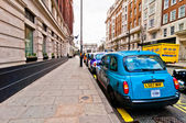 Row of taxis in front of Marble Arch, London, UK — Stock Photo