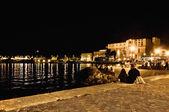 在意大利的加尔达湖之夜 riva 德尔加尔达浮桥 — 图库照片