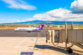 Hawaiian Airline Boeing 717-200 at Kahului Airport in Maui, Hawai — Stock Photo