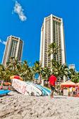 Waikiki shoreline with hotels and beach in Honolulu, Hawaii — Stock Photo