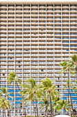 Facade of Waikiki hotel with palms in Honolulu — Stock Photo