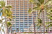 Facade of Waikiki hotel with palms in Honolulu — Stock Photo